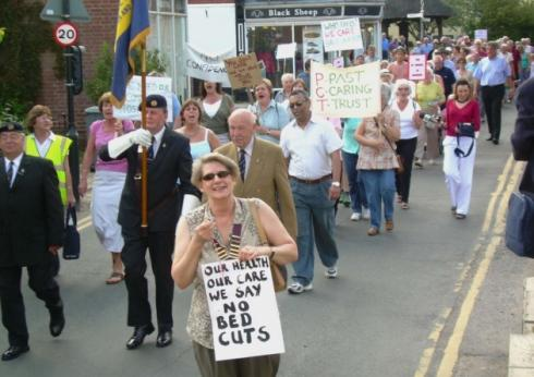 SPELLING IT OUT: Liz Jones, chairman of Aylsham Town Council, makes her views clear during the protest march through the town. PHOTO: Alex Hurrell FOR: NNN DATE: 31/05/2007